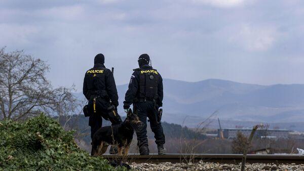 Čeští policisté na hranici s Makedonií - Sputnik Česká republika
