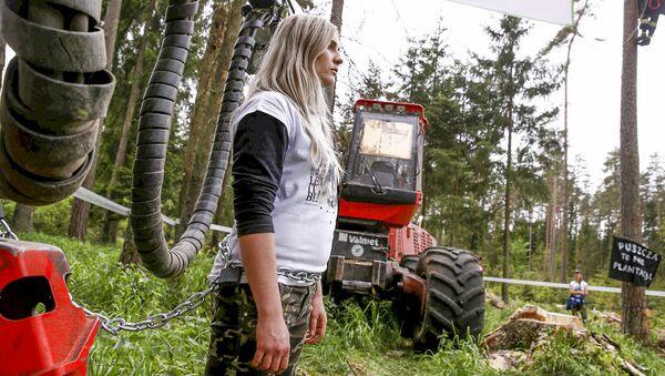 Protestující proti kácení Bělověžského pralesa - Sputnik Česká republika