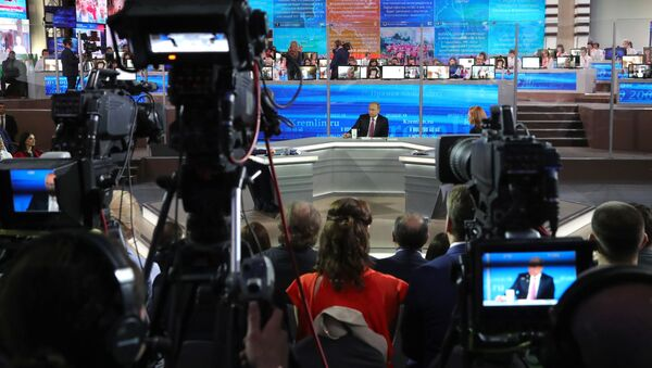 Program Přímá linka s Putinem - Sputnik Česká republika