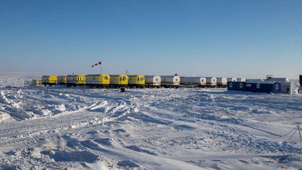 Pracovníci Rosněfi v Arktidě - Sputnik Česká republika