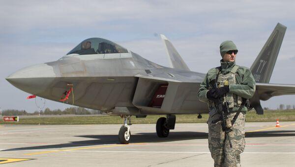 Americká stíhačka F-22 Raptor na základně v Litvě - Sputnik Česká republika