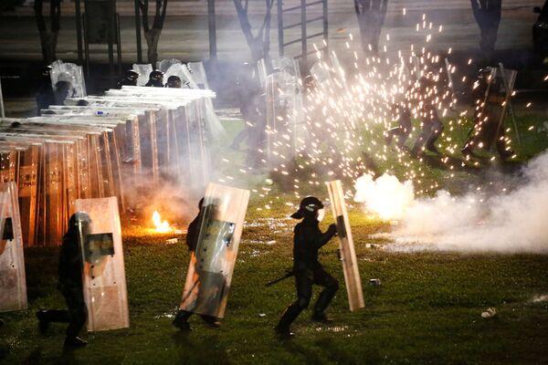 Nováčci, pohraničníci a policisté během atestace nováčků v čínském městě Šen-čen - Sputnik Česká republika