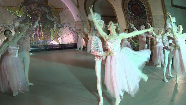 Balet v metru. Video - Sputnik Česká republika