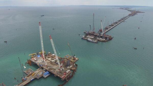 Hlavní konstrukční elementy silniční části Krymského mostu jsou hotové ze 70% - Sputnik Česká republika