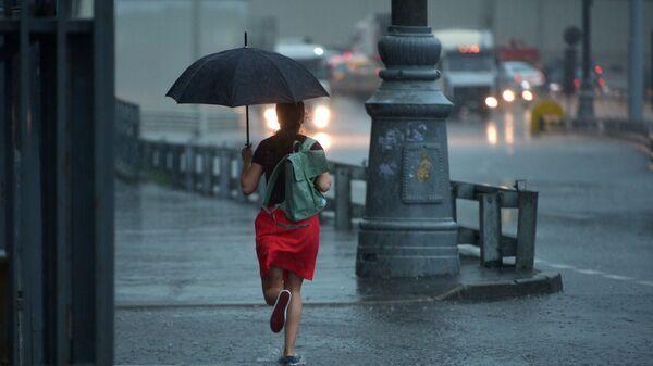 Dívka s deštníkem - Sputnik Česká republika