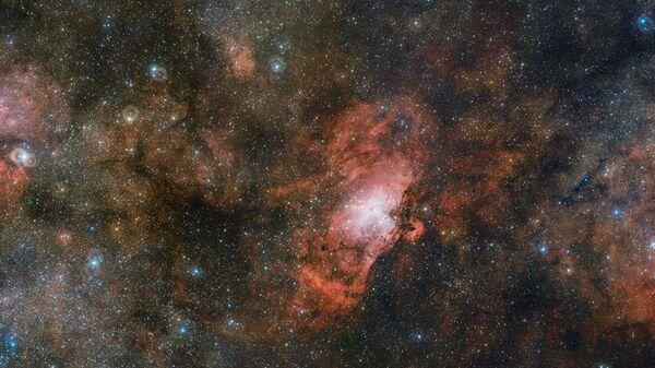 Облако газа Sharpless 2-54, туманности Орла и Омега, снятые телескопом VST - Sputnik Česká republika