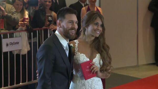 Hvězda světového fotbalu se oženil s kamarádkou z dětství. Video - Sputnik Česká republika
