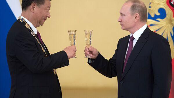 Si Ťin-pching a Vladimir Putin - Sputnik Česká republika