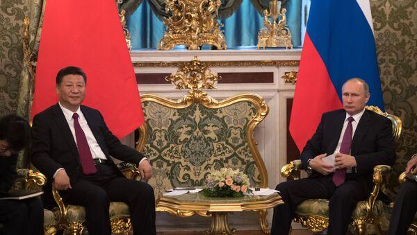 Ruský prezident Vladimir Putin s předsedou ČLR Si Ťin-pchingem - Sputnik Česká republika