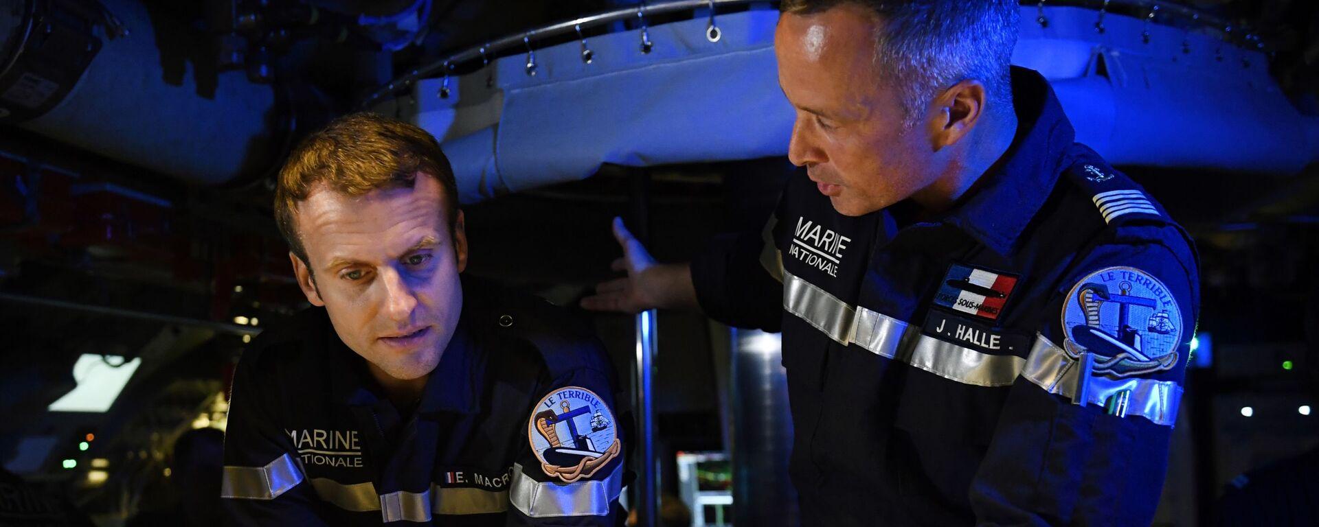 Francouzský prezident Emmanuel Macron na palubě vojenské ponorky - Sputnik Česká republika, 1920, 22.09.2021