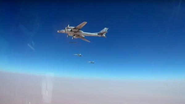 Objevila se videonahrávka útoku na teroristy v Sýrii nejnovějšími raketami - Sputnik Česká republika
