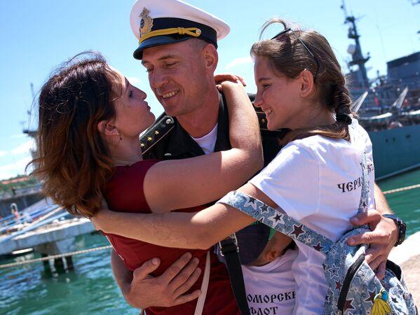 Slavnostní přivítání fregaty Admirál Essen, která připlula do Sevastopolu po splnění bojových úkolů u syrských břehů - Sputnik Česká republika