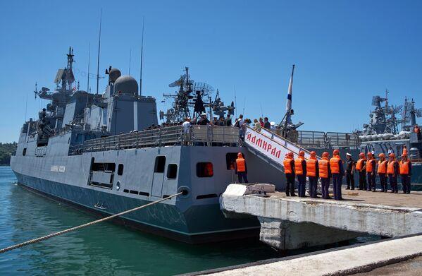 Během výpravy ve Středozemním moři byly na pozice teroristů v Sýrii vypouštěny okřídlené rakety - Sputnik Česká republika