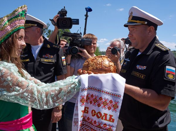 Nový kus vojenské techniky přivítal v přístavu velitel Černomorské flotily Alexandr Vitko - Sputnik Česká republika