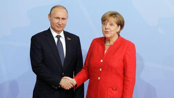Ruský prezident Vladimir Putin s německou kancléřkou Angelou Merkelovou během vítací ceremonie summitu G20 - Sputnik Česká republika