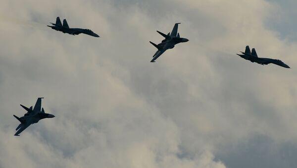 Stíhačky Su-34 během demonstračního programu mezinárodního vojensko-technického fóra Armáda 2015. - Sputnik Česká republika