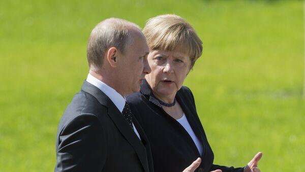 Vladimir Putin a Angela Merkelová v Moskvě - Sputnik Česká republika