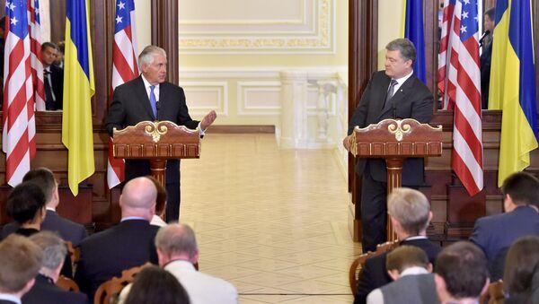 Ministr zahraničních věcí USA Rex Tillerson na briefingu s prezidentem Ukrajiny Petrem Porošenkem - Sputnik Česká republika