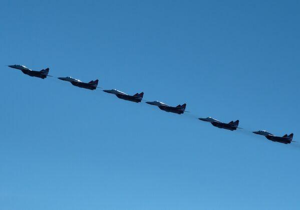 Striži je letecká akrobatická skupina se základnou na letišti Kubinka nedaleko Moskvy - Sputnik Česká republika