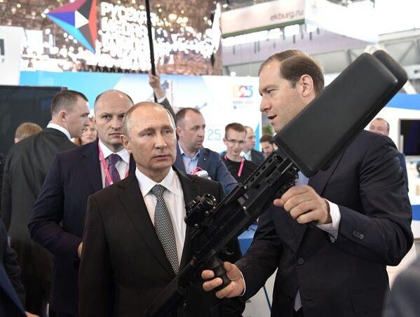 Putin na největší průmyslové výstavě v Rusku - Sputnik Česká republika