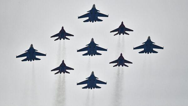 Stíhačky Su-30SM a MiG-29 - Sputnik Česká republika