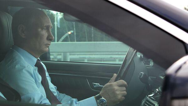 Putin za volantem auta - Sputnik Česká republika