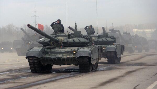 Tanky T-90 během zkoušky Přehlídky vítězství - Sputnik Česká republika