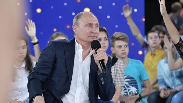 Ruský prezident Vladimir Putin v centru Sirius - Sputnik Česká republika