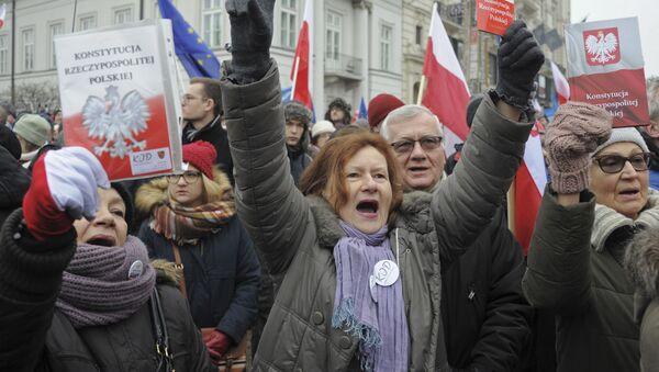 Demonstranti v Polsku - Sputnik Česká republika