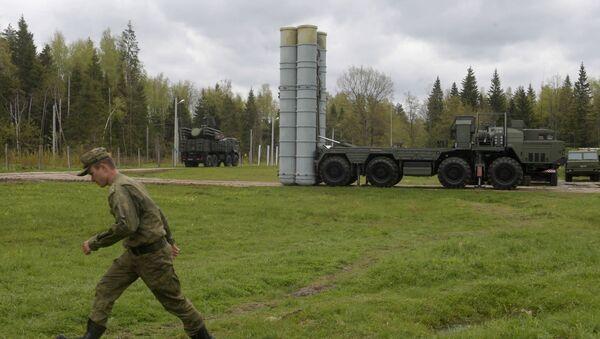 Raketový komplet S-400 na cvičení v Moskevské oblasti - Sputnik Česká republika