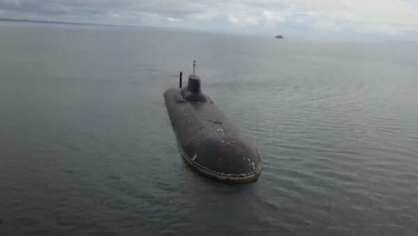 Křižník Petr Veliký a ponorka Dmitrij Donský zakotvily v Kronštadtu - Sputnik Česká republika