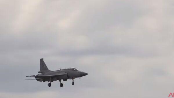 Let CAC/PAC JF-17 Thunder na Pařížském aerosalonu - Sputnik Česká republika