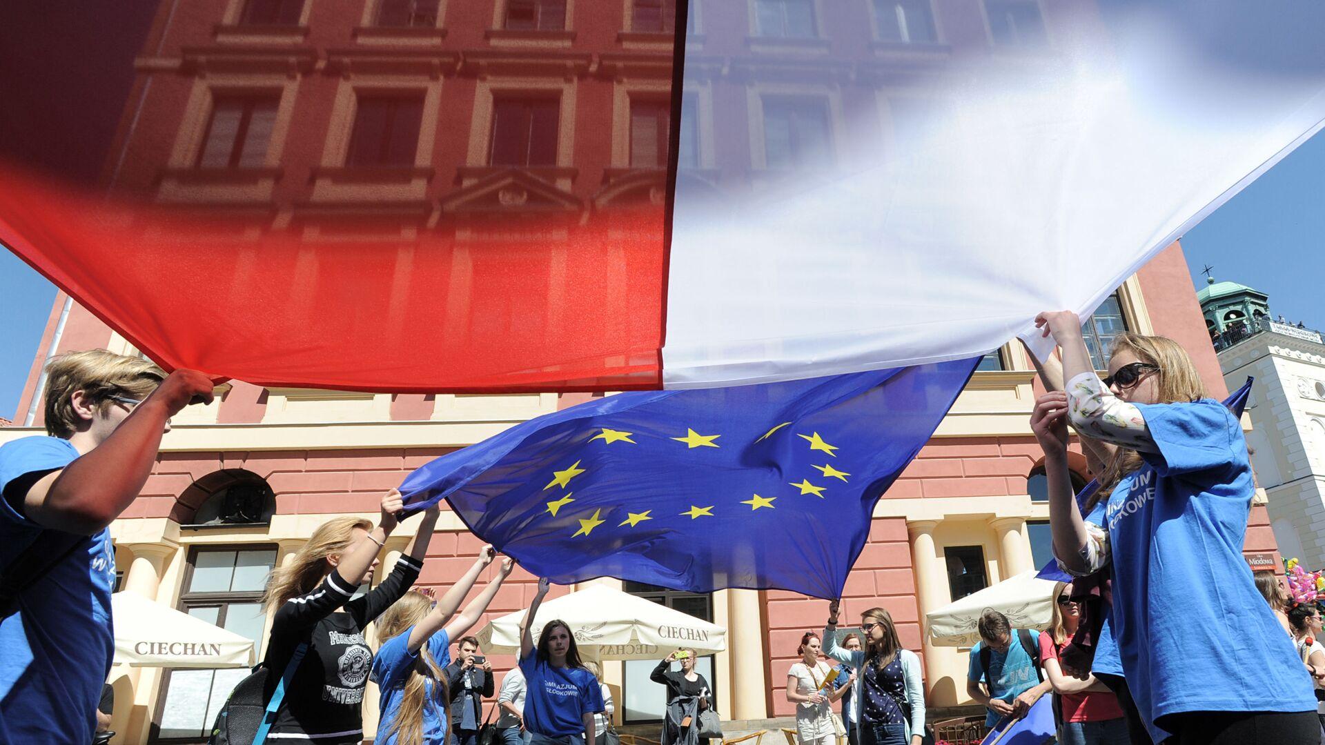 Vlajky Polska a EU - Sputnik Česká republika, 1920, 08.10.2021