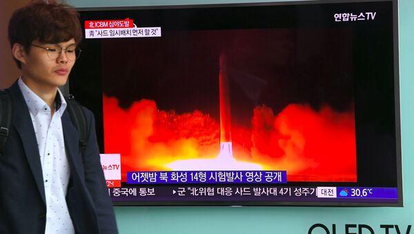 Zpráva o zkoušce severokorejské rakety na nádraží v Soulu - Sputnik Česká republika