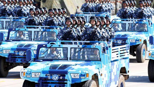 Čínské vojáčky během přehlídky na počest 90. výročí ČLOA - Sputnik Česká republika