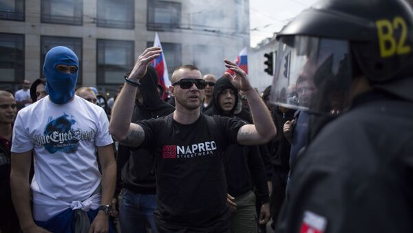 Učastníci mitinku proti migrantům v Bratislavě - Sputnik Česká republika