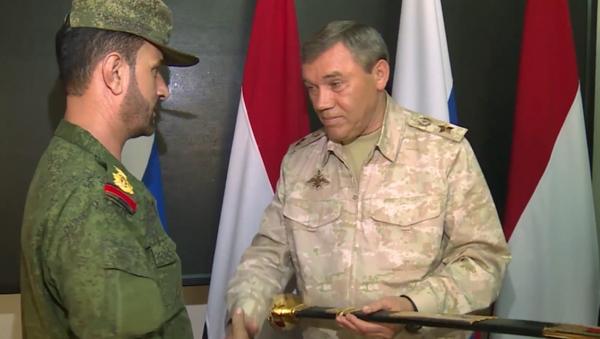 Generální štáb RF vyznamenal syrského generála za výsadek do týlu IS - Sputnik Česká republika