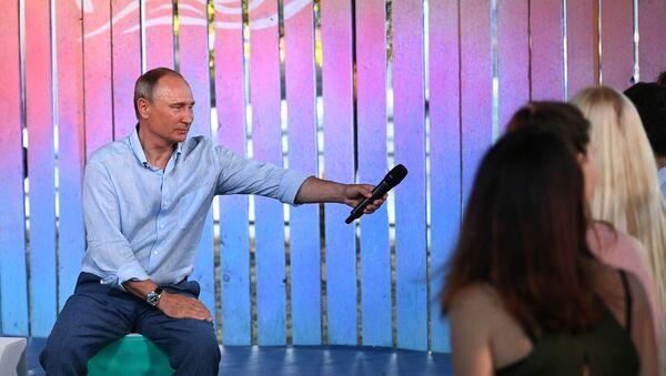 Prezident Ruska Vladimir Putin na schůzce s účastníky fóru Tavrida - Sputnik Česká republika