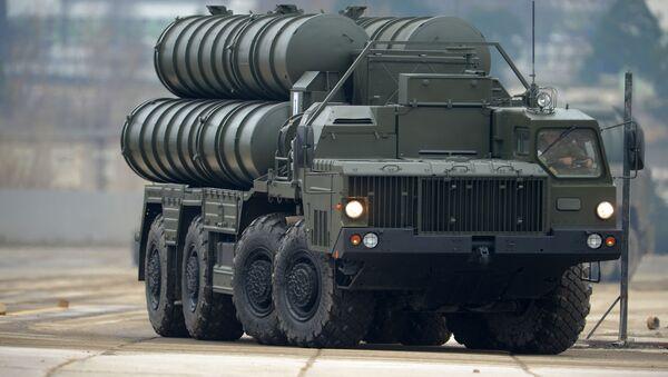 Protiletadlový raketový komplet S-400 - Sputnik Česká republika