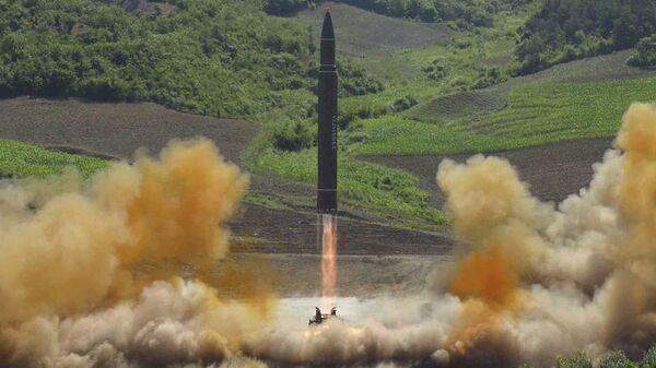 Start rakety Hwasong 14 v KLDR. Ilustrační foto - Sputnik Česká republika