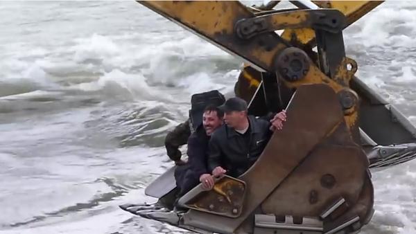 Tito lidé vědí o tom, jak se přepravit přes řeku. - Sputnik Česká republika