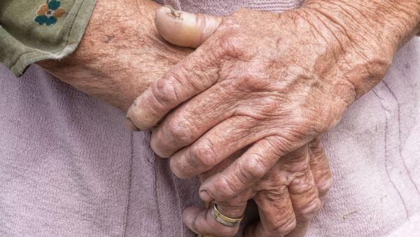 Ruce staré ženy. Ilustrační foto - Sputnik Česká republika