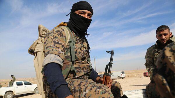 Voják SDF v Sýrii - Sputnik Česká republika