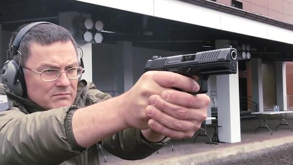 Koncern Kalašnikov představil kompaktní pistoli Lebeděv PL-15K - Sputnik Česká republika