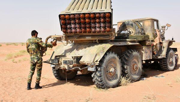 Vojáci a vojenská technika SAR v Dajr az-Zauru - Sputnik Česká republika