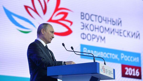 Ruský prezident Vladimir Putin na Východním ekonomickém fóru - Sputnik Česká republika