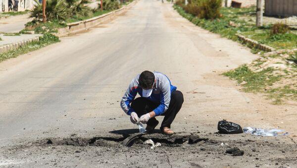 Sběr půdy po chemickém útoku v Sýrii - Sputnik Česká republika