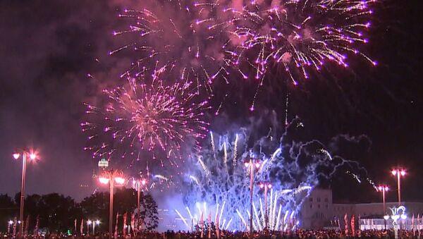 Den města v Moskvě: slavnostní ohňostroj na počest 870. výročí ruské metropole - Sputnik Česká republika