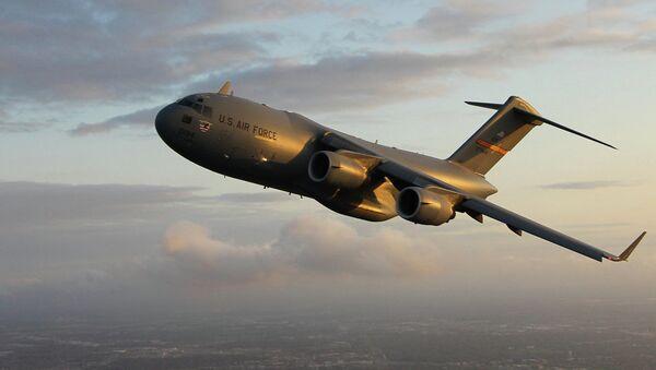 Americké vojenské dopravní letadlo C-17 - Sputnik Česká republika