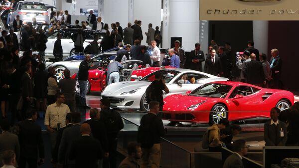 Автомобили Ferrari на Международном автомобильном салоне во Франкфурте, Германия - Sputnik Česká republika